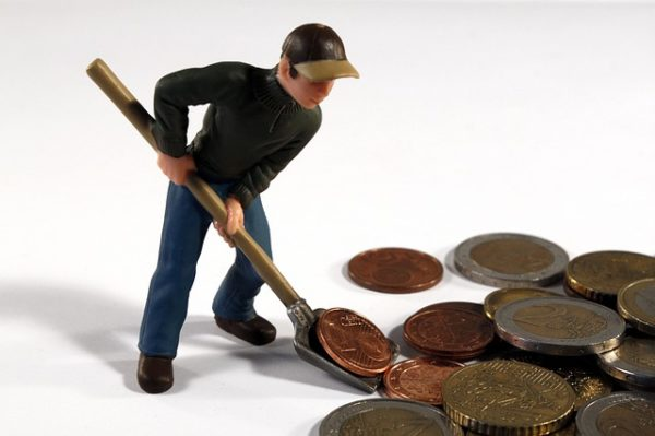 Ruralni razvoj - animacija. čovjek lopatom grabi kovanice eura