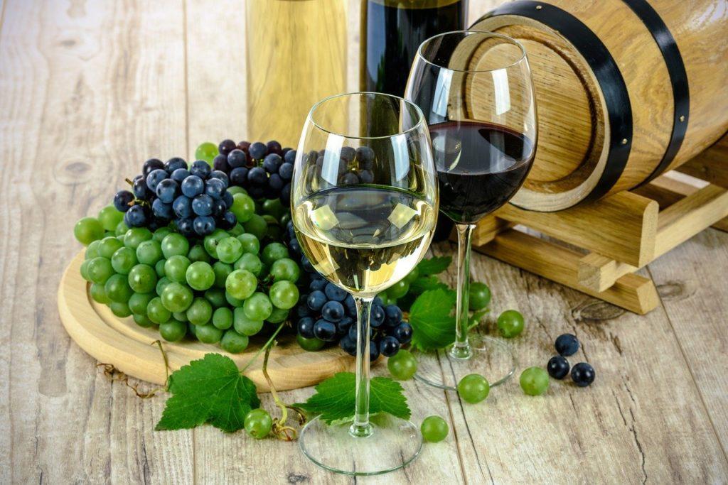 Vino - bačva vina, grozd, čaša vina