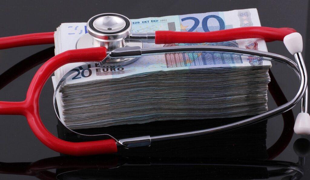 Hamag bicro - snop novčanica os 20 eura i stetoskop